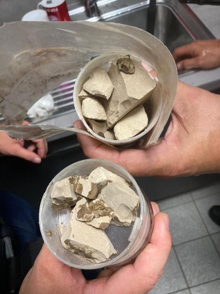 BPOL NRW: Bundespolizei enttarnt Drogenversteck und stellt über 200g Heroin am Kölner Hauptbahnhof sicher