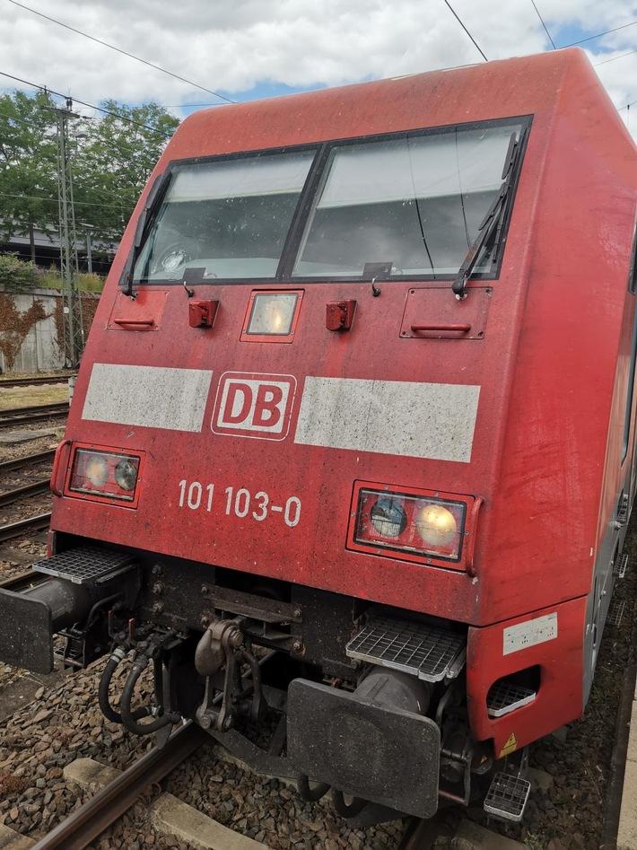 BPOL-TR: Steinbewurf auf Reisezug: Bundespolizei ermittelt