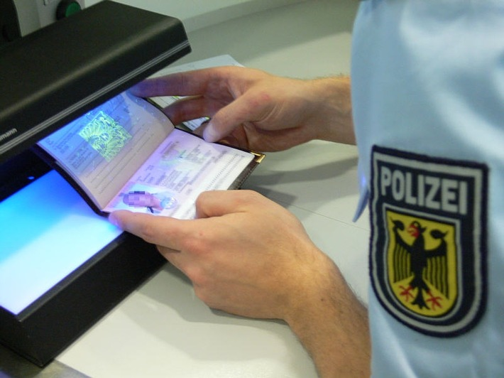"""Bundespolizeidirektion München: Täuschungsversuche in Rosenheim """"aufgeflogen"""" / Männer """"kassieren"""" Strafanzeigen wegen gefälschter Dokumente"""