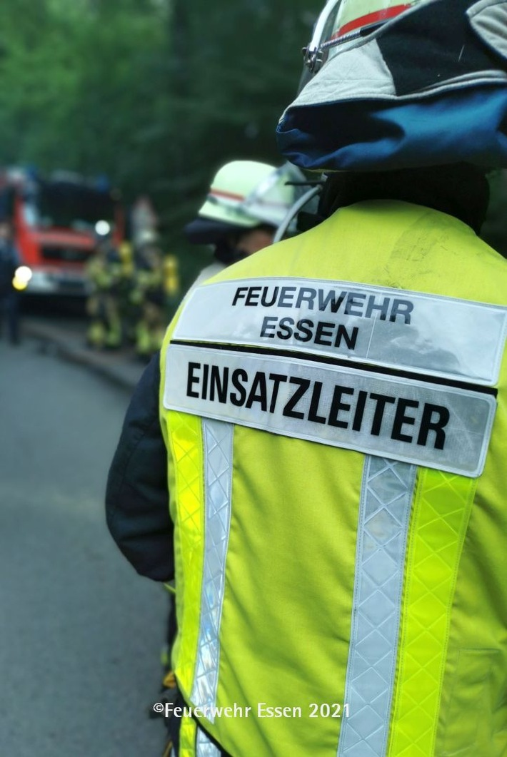 FW-E: Sperrmüllbrand in einer Lagerhalle-keine Verletzten