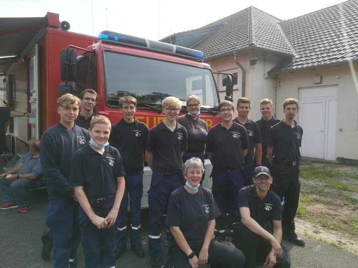 FW-KLE: Klever Jugendfeuerwehr bereitet Hilfsgüter für die Fluthilfe vor