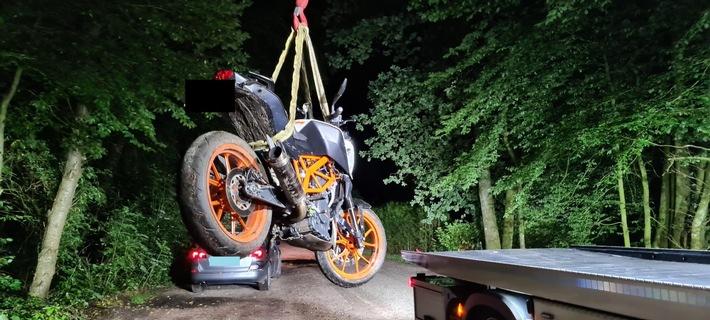 POL-WHV: Verfolgungsfahrt und Polizeihubschraubereinsatz in Schortens - Motorrad wird sichergestellt, Fahrer konnte flüchten, die Ermittlungen dauern an (mit Bild)