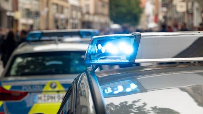 Police Munich Bavaria Blue Light  - MagnusGuenther / Pixabay