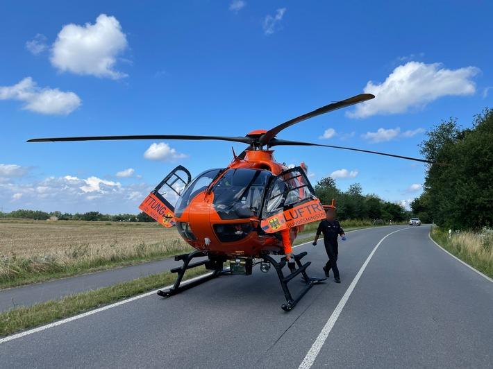 FW Mettmann: Schwerer Verkehrsunfall zwischen Motorrad und PKW auf dem Mettmanner Südring. Beide Fahrzeuge brannten vollständig aus. Zwei Personen wurden bei dem Verkehrsunfall verletzt. Eine davon schwer.