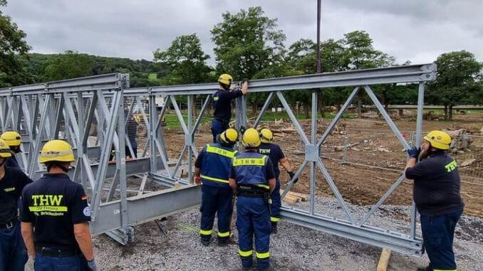 THW Bayern: THW-Kräfte unterstützen beim Bau weiterer fünf Behelfsbrücken im Ahrtal