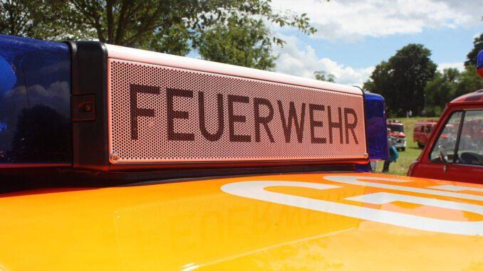 Auto Classic Fire Red Oldtimer  - SaschaGuntermann / Pixabay