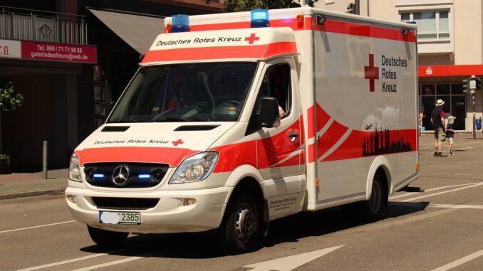 Emergency Medical Services Ambulance  - AlexDE / Pixabay