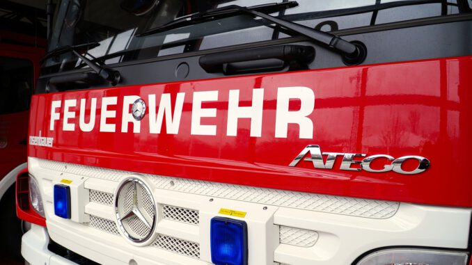 Fire Fire Truck Fire Fighting  - matthiasboeckel / Pixabay