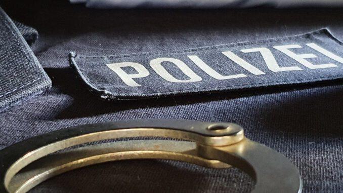 Police Handcuffs Uniform Cop  - dennisweiland / Pixabay