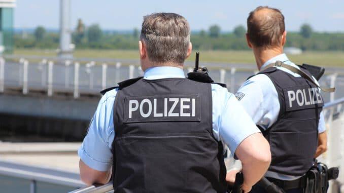 Police Human Gun Security Crime  - oberaichwald / Pixabay