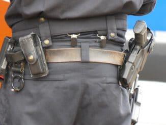 Police Use Protection Pistol  - dagmarbendel / Pixabay