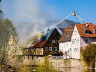 Smoke Fire Brand Burn Flame  - maxmann / Pixabay
