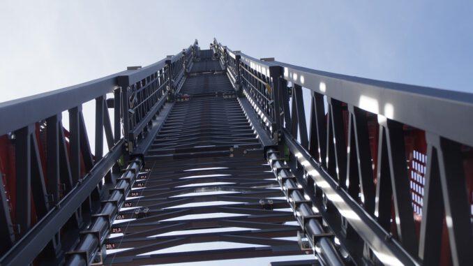 Turntable Ladder Fire Grey Sky  - Dennis112 / Pixabay