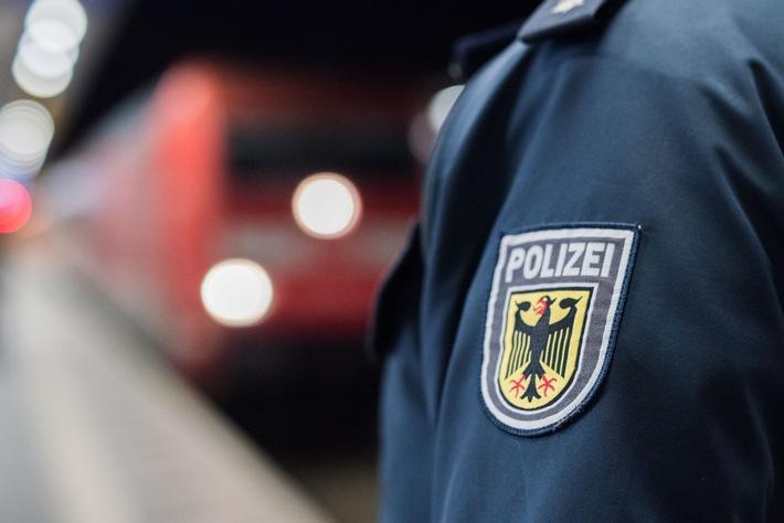 Bundespolizeidirektion München: Afghanen vertrauen sich Unbekanntem an / Bundespolizei beendet Reise von afghanischen Migranten im Eurocity