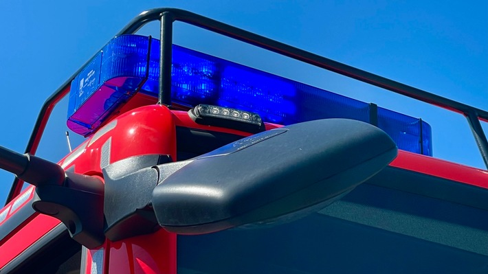 FW-GL: Brennender Handyakku löst Großeinsatz der Feuerwehr Bergisch Gladbach aus