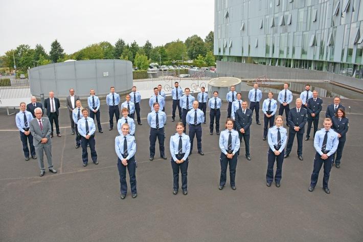 POL-ME: 59 neue Polizeibeamtinnen und Polizeibeamte für die Kreispolizeibehörde Mettmann - Kreis Mettmann - 2109006