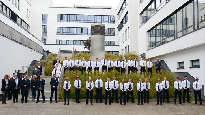 POL-MG: Die Polizeibehörde Mönchengladbach begrüßt neue Polizeivollzugsbeamtinnen und -beamte