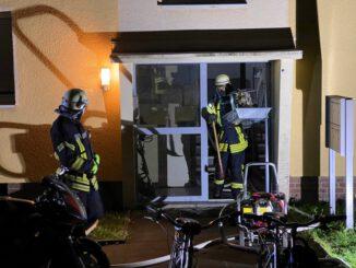 FW Düren: Nächtliches Feuer in Küche eines Mehrfamilienhaus