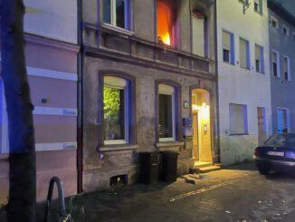 FW Düren: Wohnung im Vollbrand - mehrere Personen gerettet