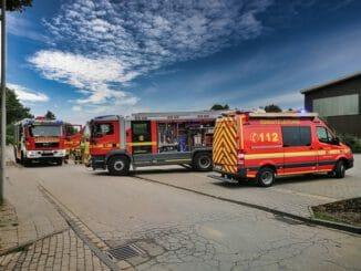 """FW Grevenbroich: Katze steckte in Bahnübergang fest / Schnelle Hilfe der Feuerwehr für """"Garfield"""""""