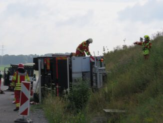 FW-Heiligenhaus: Kranwagen auf Autobahn A44 verunfallt (Meldung 18/2021)