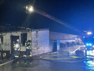 FW Mettmann: Feuer auf Reiterhof