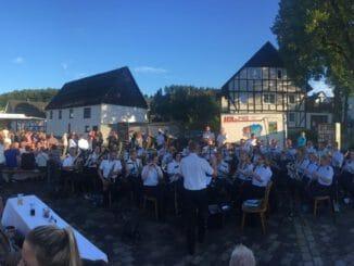 FW Wenden: Musikzug Wenden lädt zum Serenadenkonzert an neuem Ort Spenden für die Feuerwehren im Überflutungsgebiet