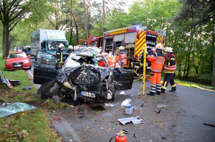 POL-STD: 45-jähriger Autofahrer bei Unfall in Helmste schwer verletzt