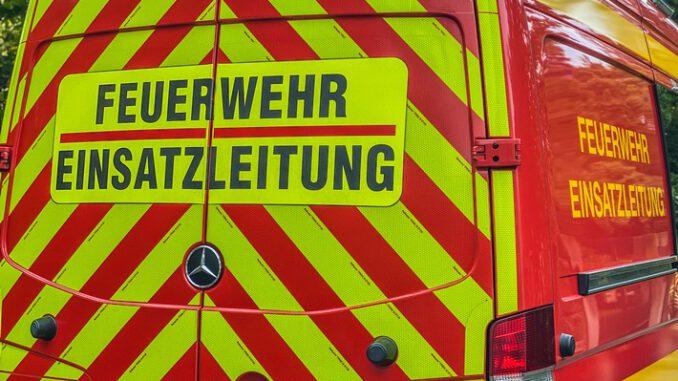 FW Dresden: Feuerwehr rettet Person nach schwerem Verkehrsunfall