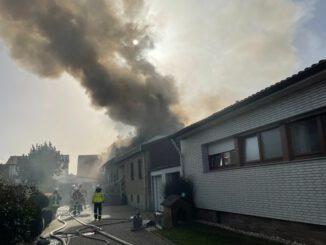 FW Düren: Großeinsatz der Feuerwehr Düren bei Wohnhausbrand