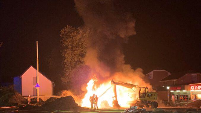 FW-GLA: Brand droht auf Bagger überzuschlagen