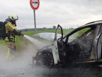 FW Grevenbroich: Mehrere Einsätze beschäftigen die Grevenbroicher Feuerwehr - Unfall und Fahrzeugbrand sorgen für Probleme im Berufsverkehr