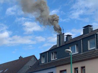 FW-Velbert: Kaminbrand beschäftigt Feuerwehr über Stunden